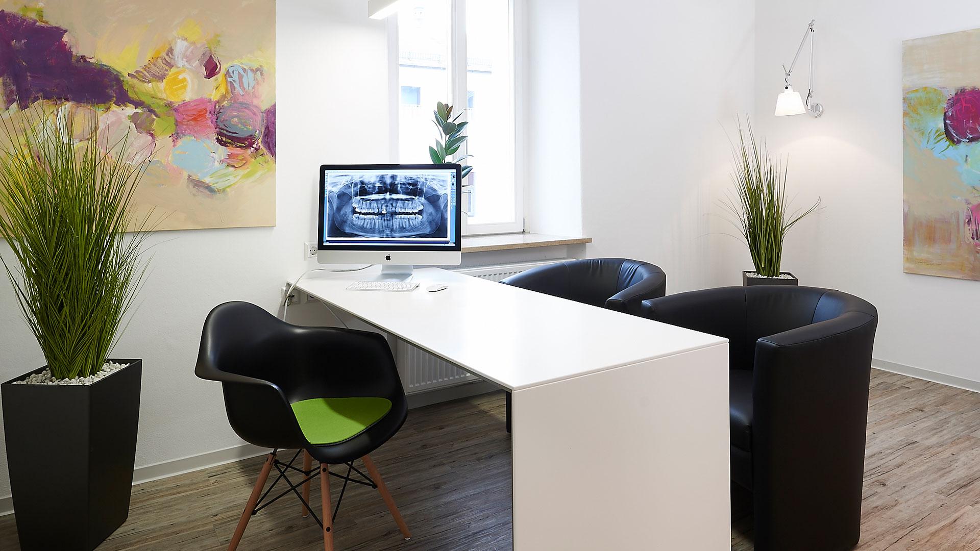 Wunsiedel Praxis Zahnarzt Schreibtisch